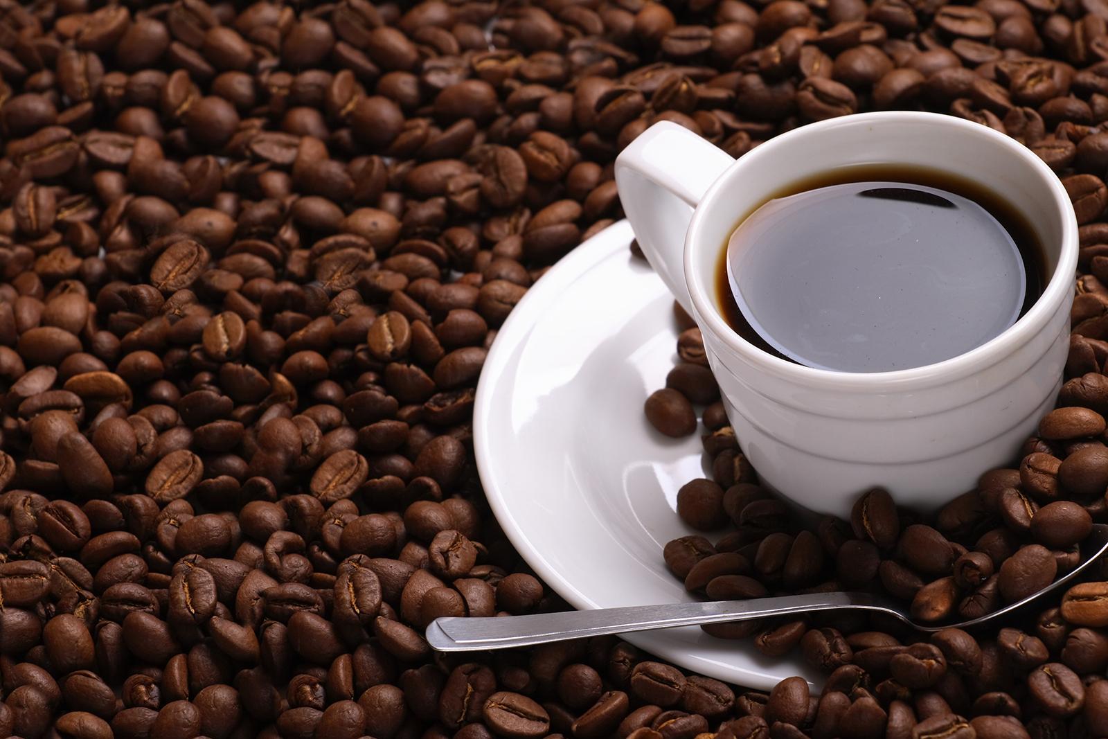 cafe-shutterstock_13262767